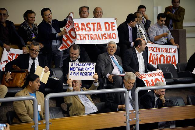 La Moneda y Guillier ganan el gallito al piñerismo y al laguismo en proyecto de elección de intendentes