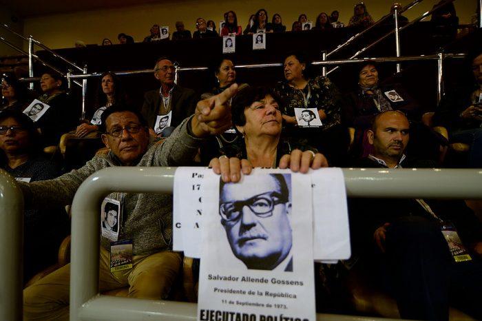 [FOTOS] Familiares de Ejecutados políticos protestaron durante votación que reforma libertad condicional