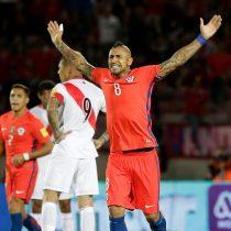 El retorno del Rey: Vidal anota dos goles y mantiene con vida a Chile