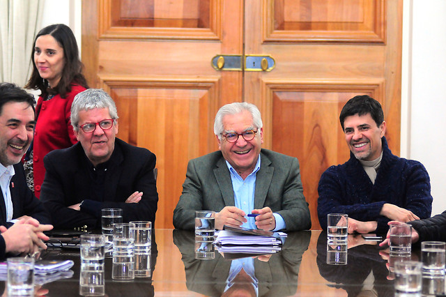 Huele a peligro: el comité político de La Moneda camina por la cornisa