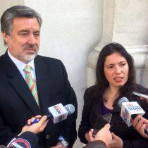 Guillier entra en la batalla por TVN y respalda agenda para