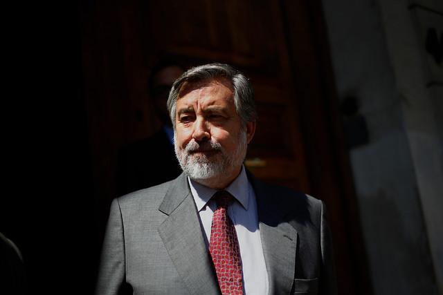 Guillier saca al baile a Bachelet: