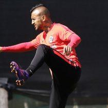 Llueve sobre mojado para la Roja: Vidal sufre de cuadro febril