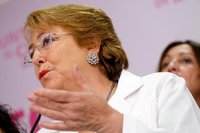 Bachelet intenta ordenar la casa y llama a sus ministros a no dar opiniones personales para evitar conflicto con partidos