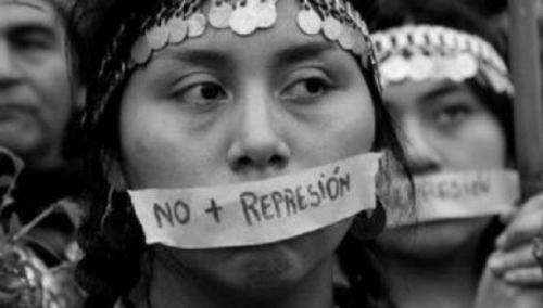 """Colegio Médico apunta a Gendarmería por caso de mapuche que dio a luz engrillada y califica la situación como """"trato indigno y falta de respeto"""""""