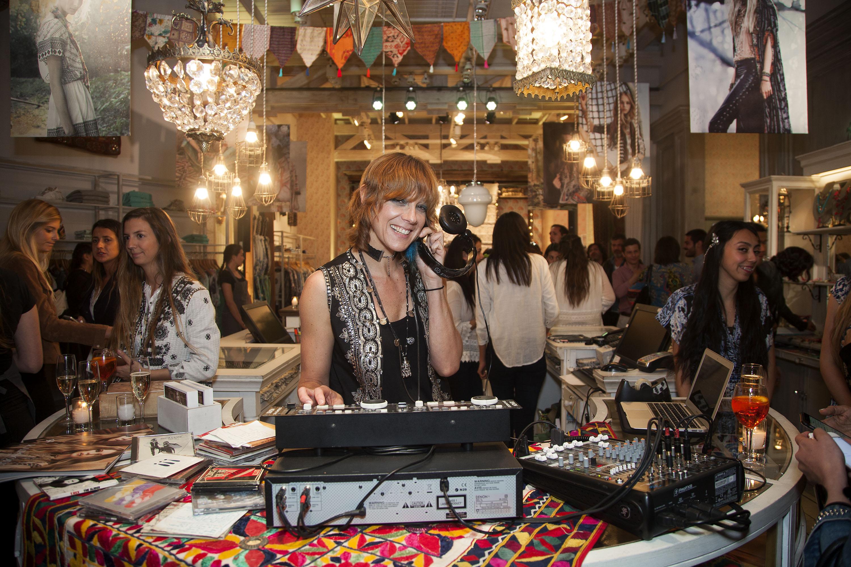 DJ Cecilia Amenábar.