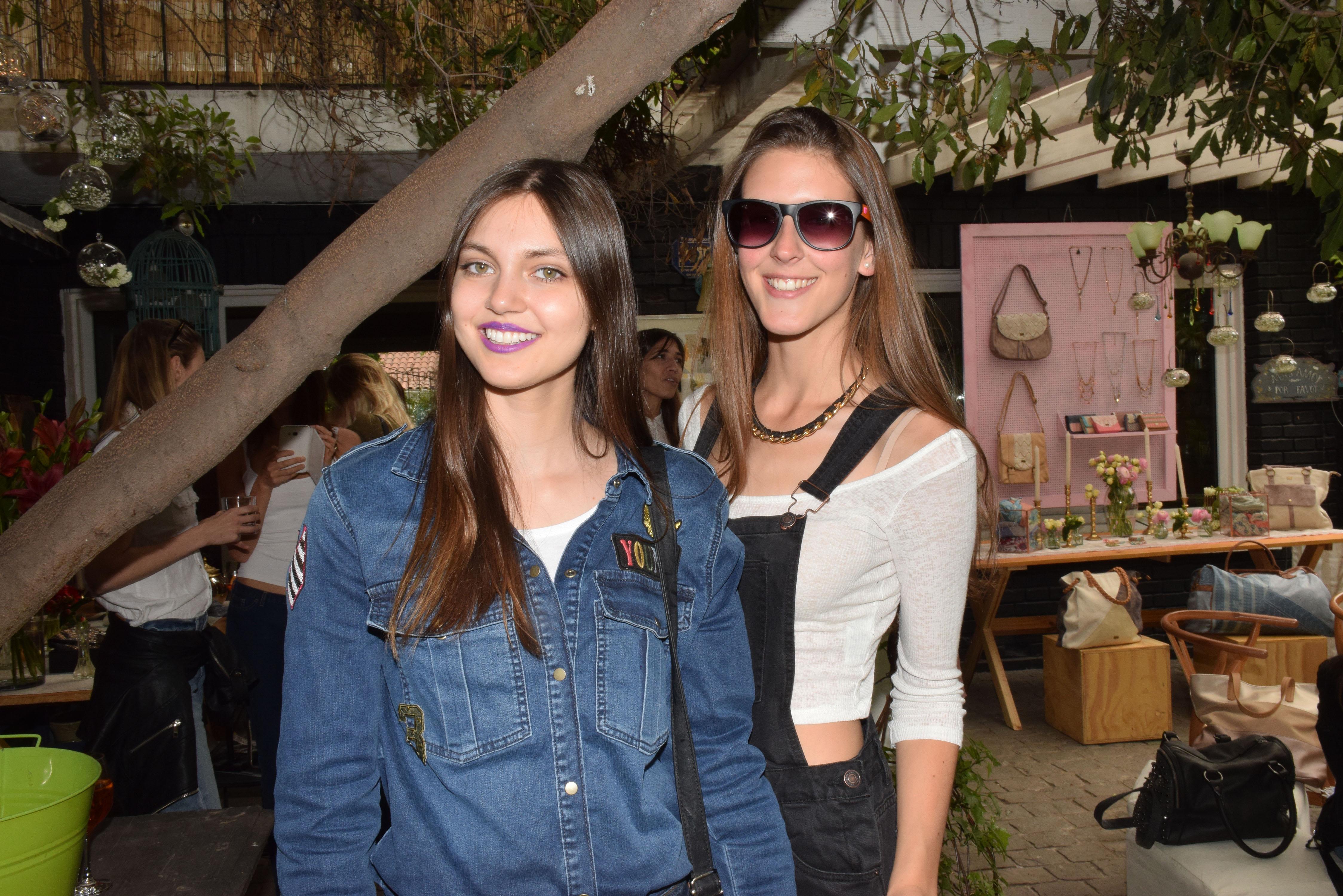 Daniela Muñoz y Camila Scheel.