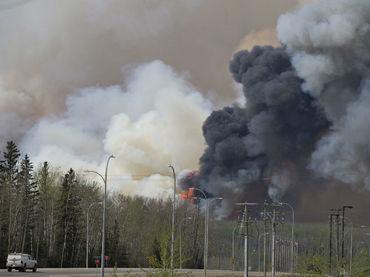 Estado Islámico vuela dos pozos de petróleo para dificultar visibilidad de aviones enemigos