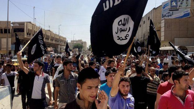 Al principio muchos pobladores sunitas de Mosul recibieron positivamente la llegada de EI.