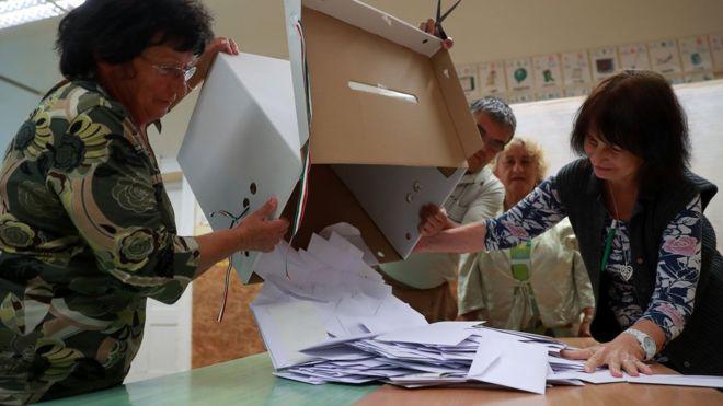 Hungría rechaza entrada de refugiados en referendo cuya validez es cuestionado