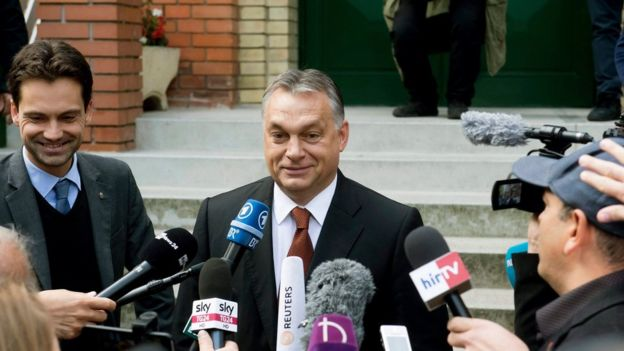 """El primer ministro Viktor Orban, y su partido habían hecho un llamado a votar por el """"No"""" con una costosa campaña."""