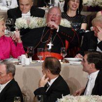 Clinton y Trump intercambian bromas y comentarios ácidos en cena de caridad
