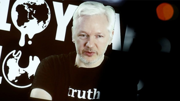 Ecuador cortó internet en embajada donde está Assange