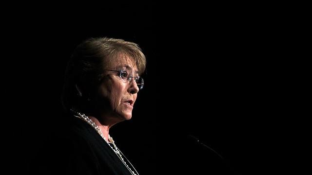 Bachelet y su acto fallido: fantasma de Compagnon enturbia defensa presidencial por compra de terreno en la Cuarta Región