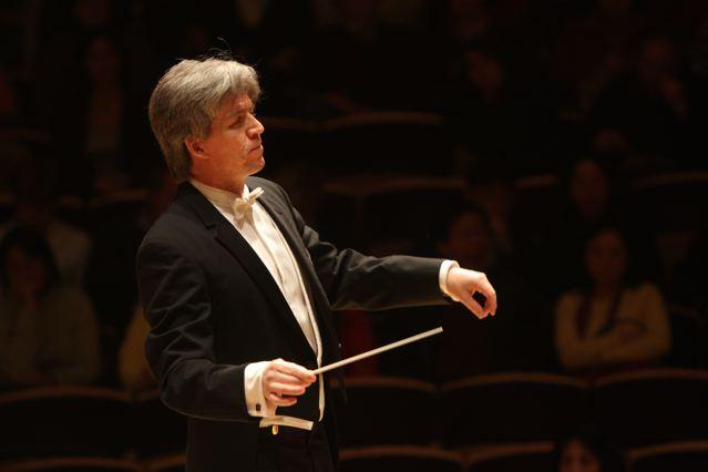 Concierto gratuito de la Orquesta Clásica U. de Santiago dirigida por Pablo Saelzer en U. de Santiago, 26 de octubre
