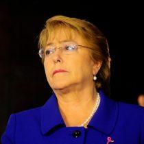 Error de Bachelet marca primeras horas de votación: se fue sin firmar libro y tuvo que devolverse