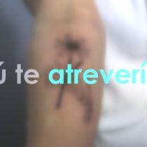 [VIDEO VIDA] El tatuador de famosos que hace tatuajes gratis (con una sola condición)