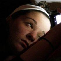 ¿Afecta el smartphone el sueño si lo tenemos en el dormitorio?