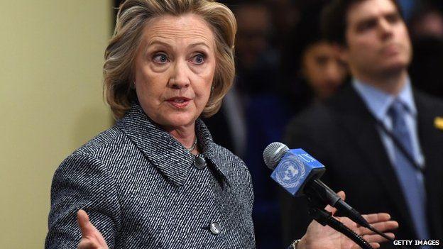FBI logra orden registro sobre correos presuntamente vinculados con Clinton