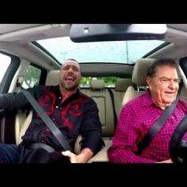 [VIDEO] Don Francisco a lo Carpool Karaoke: canta a Juan Gabriel junto al