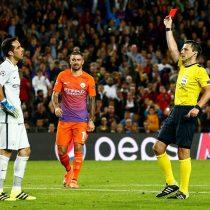 [VIDEO] El terrible error de Claudio Bravo que le costó la expulsión en el encuentro del Manchester City ante el Barcelona