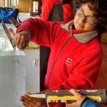 Escuela vulnerable de Las Cruces se luce en importante concurso científico
