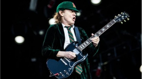 ¿Puede una estrella de rock como Angus Young, guitarrista de AC/DC, ser tratado con la misma reverencia que Albert Einstein?