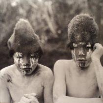 Perseguidos, capturados y exterminados: los espíritus de los pueblos de la Patagonia llegan al MNBA