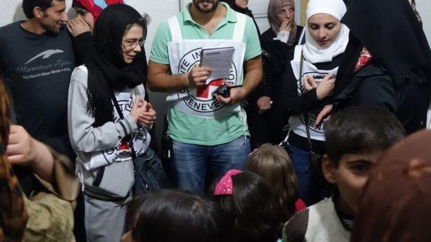 La gente se reunió en una clínica improvisada en Madaya.