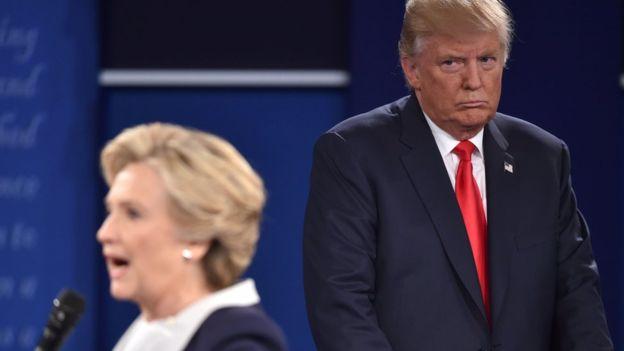 El escándalo del mal manejo de correos electrónicos de Clinton cuando era secretaria de Estado ha sido una de las críticas más constantes de Donald Trump a la demócrata.