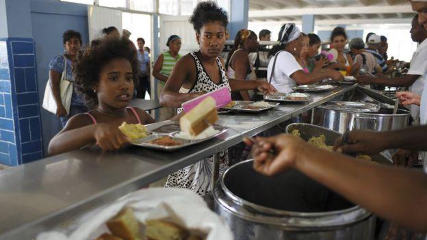 Familias de Guantánamo, Cuba, han sido trasladadas a albergues. La región oriental está bajo amenaza de fuertes tormentas.