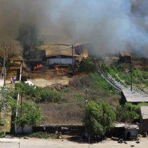 Incendio fuera de control en Vallenar: 12 viviendas alcanzadas en sector de Chamonate