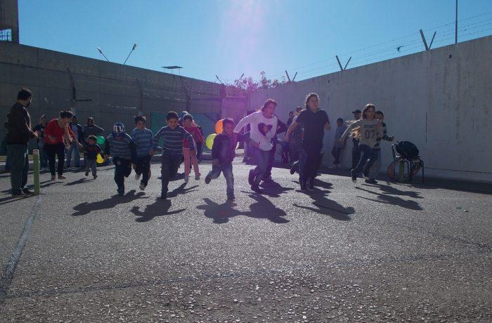 Los niños Invisibles: cárcel, pobreza y exclusión en Chile