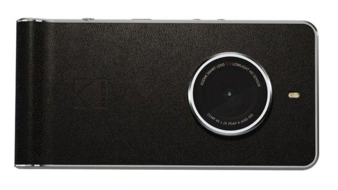 """Cómo Kodak está tratando de reinventarse con su nueva """"cámara-teléfono"""""""