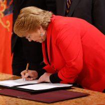 Cambio de elenco por goteo: Bachelet remueve ocho subsecretarios y jefes de servicio