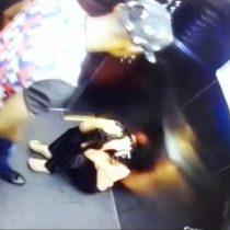 [VIDEO] El registro de la violenta agresión de un jugador colombiano a su mujer en un ascensor