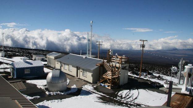 La estación en el observatorio de Mauna Loa en Hawái fue la primera en registrar la histórica marca.