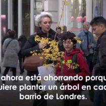 [VIDEO VIDA] La niña de 7 años que usó sus ahorros y convenció a su padre para plantar un árbol en la calle más comercial de Londres