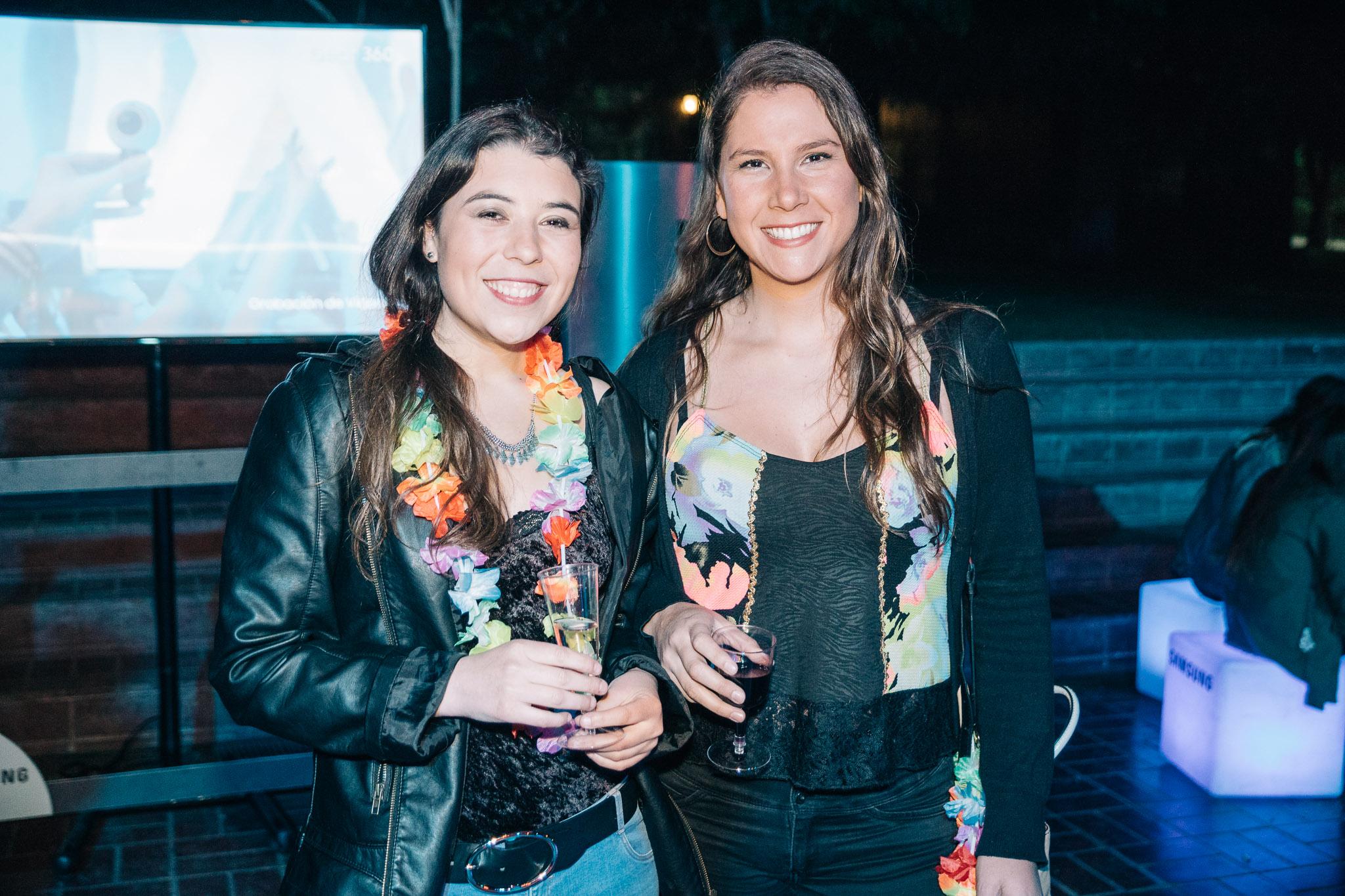 Patricia Lagos y Valeria Riquelme.