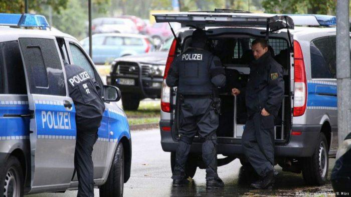 Policía alemana sigue buscando al sirio fugado que preparaba un atentado