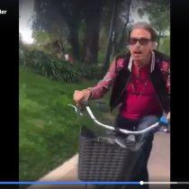 [VIDEO] A Steven Tyler le gustó Chile: recorrió Santiago y anduvo en bicicleta como un ciudadano más