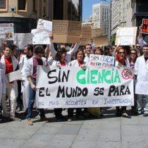 Investigadores jóvenes acusan crisis estructural de la ciencia en Chile