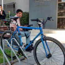 Giorgio Martelli llega en bicicleta a Fiscalía: declara como imputado por caso Penta
