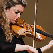 Violinista finlandesa Anna-Liisa Bezrodny en Teatro Universidad de Chile