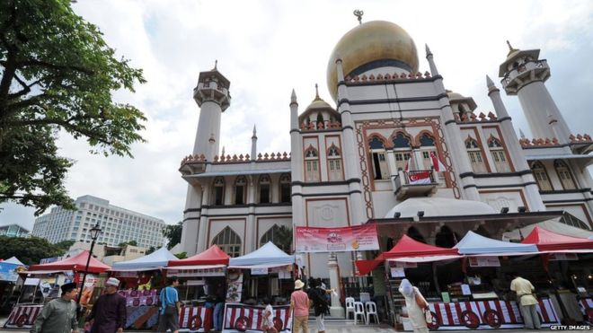 La mutilación genital femenina es practicada por comunidades de todo el mundo. Y aunque no es asociada comúnmente con la moderna y cosmopolita Singapur, allí sucede todo el tiempo, en silencio.
