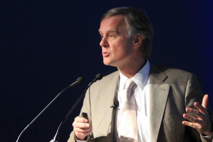 Schmidt-Hebbel apuesta a la superioridad de los doctores en economía Lagos y Piñera:
