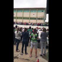 [VIDEO] El conmovedor canto de los hinchas del Chapecoense afuera del estadio luego de la tragedia
