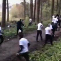 [VIDEO] Monumental enfrentamiento entre hooligans tras citarse en un bosque a pelear