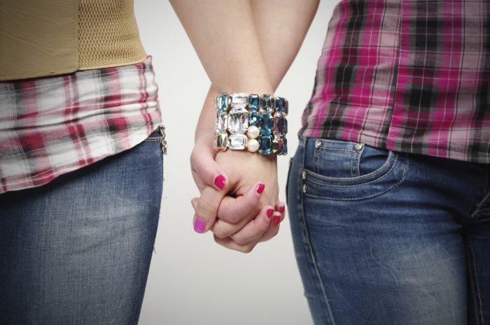 Despiden a guardia del cerro Santa Lucía por expulsar a parejas de lesbianas
