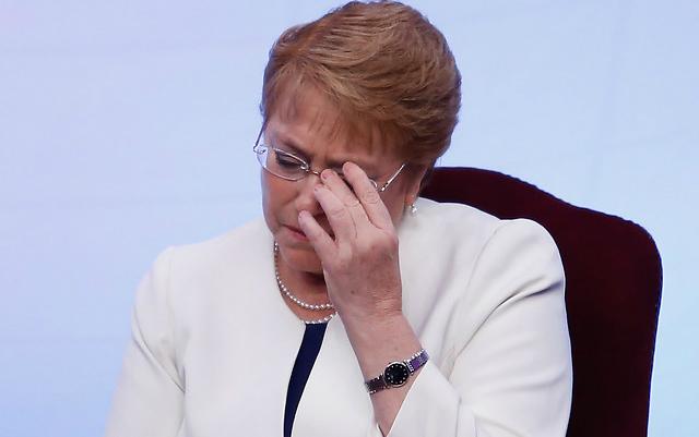 Cadem: Crece desaprobación a Bachelet y al gobierno por respuesta a incendios forestales